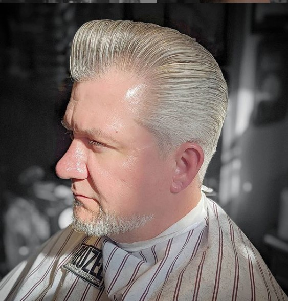Classic silver pomp with fenders