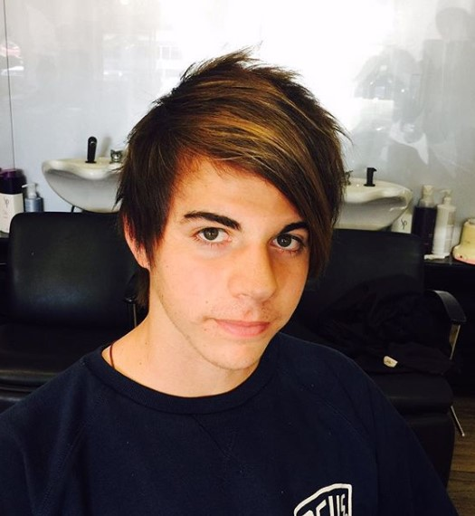 Emo Hairstyle with Highlights for Teenage Guys