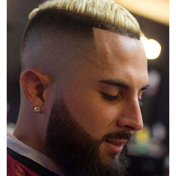 Two-colored Tight Fade Short Haircuts For Men