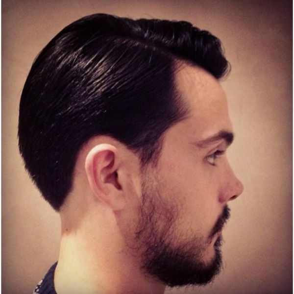 Flow Haircut with Side Razor Design