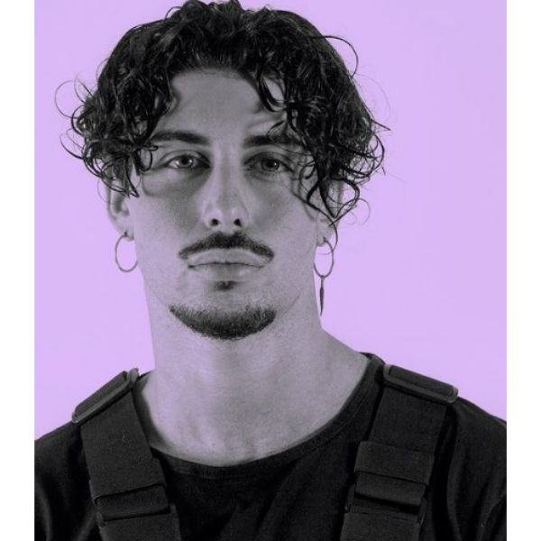 90's Style Curly Hairstyle With Falling Strands