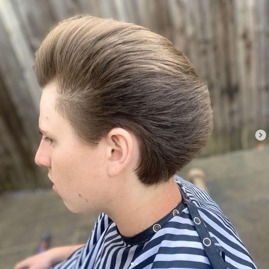 Smooth Flow Layered Haircuts For Men