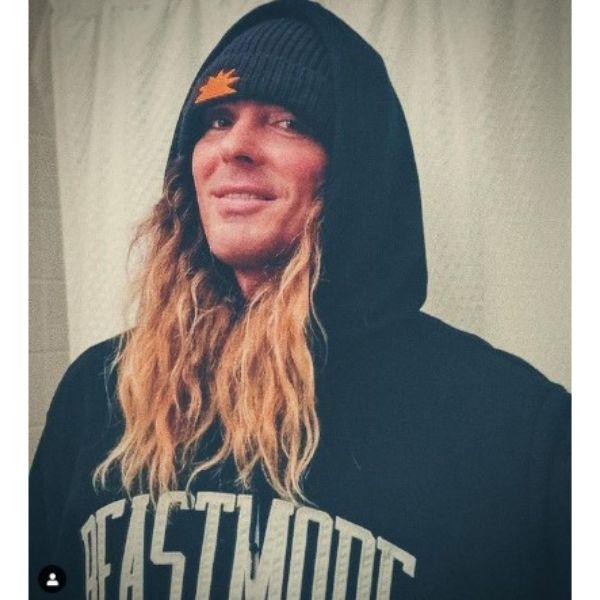 Wavy Long Layered Skater Hairstyle