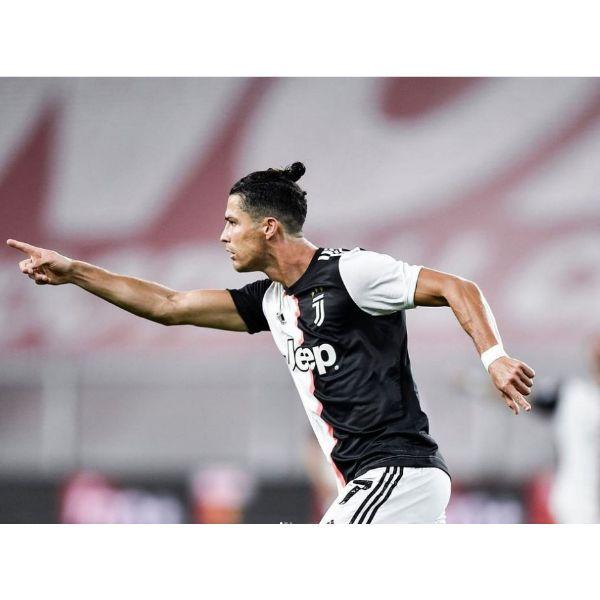 Zero Fade With Top Knot Cristiano Ronaldo Hairstyles